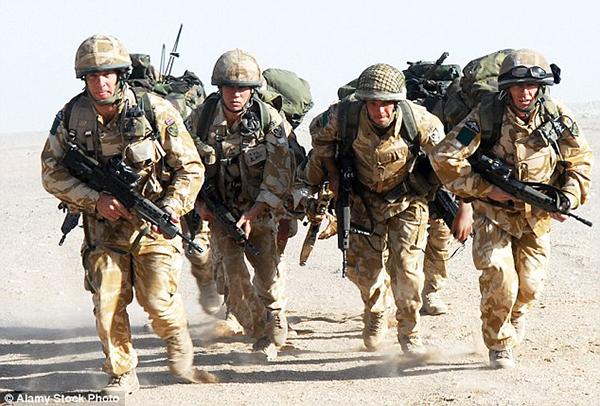 英国每日邮报称绝望的队高层已经采取用购物卷贿赂士兵的方式