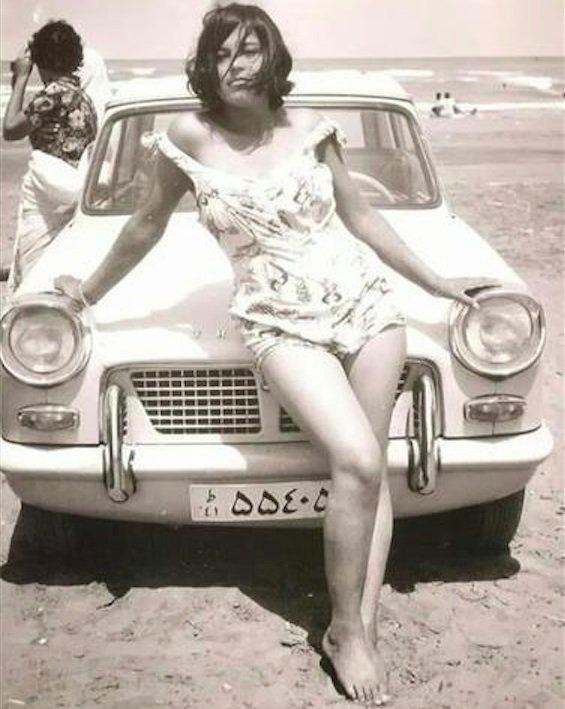 1960年,拍摄师镜头下伊朗海滩上的旅客。