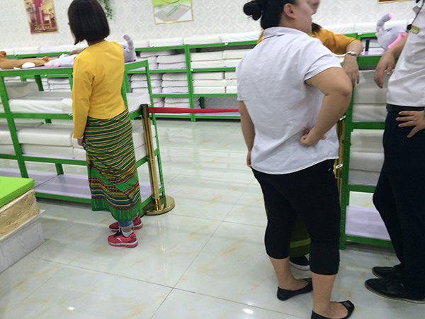 旅客需在购物点待满时刻