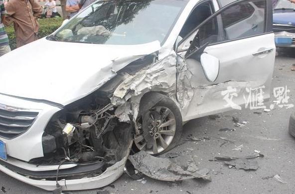受损车辆。