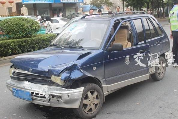 江苏句容4车相撞肇事者找大舅子顶包,被民警识破后自首