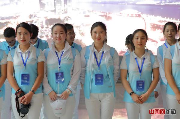 2016年9月2日,杭州东站的G20杭州峰会志愿者们。中国网记者 陈维松/摄