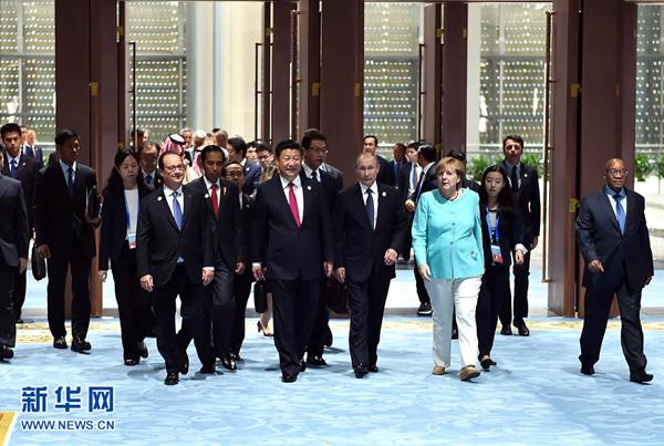 9月4日,二十国集团领导人第十一次峰会在杭州国际博览中心举行。国家主席习近平主持会议并致开幕辞。这是二十国集团成员和嘉宾国领导人、有关国际组织负责人步入会场。新华社记者李涛摄