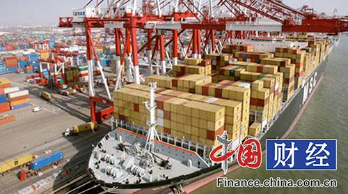 中国网财经9月9日讯(记者 王斌) 海关总署昨日发布了今年前8个月我国外贸数据。数据显示,今年前8个月,我国进出口总值15.37万亿元,比去年同期1.8%。其中,出口8.84万亿元,下降1%;进口6.53万亿元,下降2.9%。单就8月份而言,进口、出口均出现较大增长,超出市场预期。