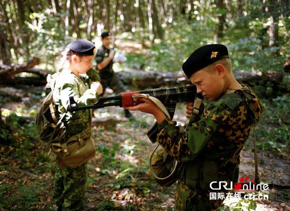 俄孩童步枪玩得麻溜