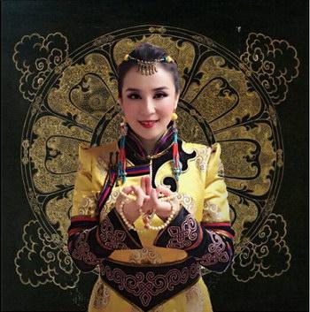夏墨彦跨界和海外歌手曼殊伊丽其合作《Buddhi花开》
