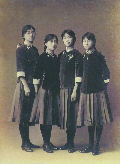 文明新装 为民国女生校服基调 禁令酿成退学潮