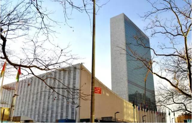 中国是联合国创始会员国和安理会常任理事国,是联合国事业的坚定支持者。李克强总理出席第71届联合国大会系列高级别会议是今年中国多边外交领域的一次重大行动,充分体现了中国对联合国及多边主义的重视和支持,对推进中国与联合国合作具有重要意义。第71届联大系列高级别会议面临复杂的国际形势,世界和平与发展也面临一系列新困难、新挑战。中方期待国际社会以本届联大会议为契机,加强沟通,携手合作,取得积极成果。与会期间,李克强总理将出席联大一般性辩论并发表讲话,出席与有关国际组织举行的专题座谈会等重要活动,还将同有关国家领导人举行双边会见,就加强双边关系、深化国际事务中合作等交换意见。