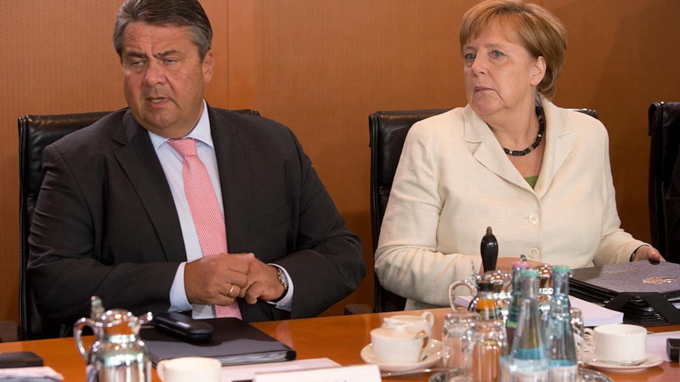 德国总理默克尔(右)与德国副总理加布里尔(左)