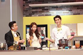 李子峰穿越吧厨房用心烹饪