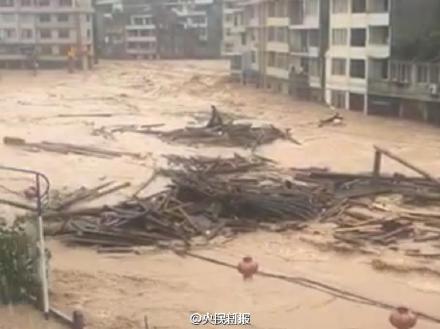 """受第14号台风""""莫兰蒂""""影响,全国重点文物保护单位""""泰顺廊桥""""中的三座被洪水冲毁。 @央视新闻 图"""