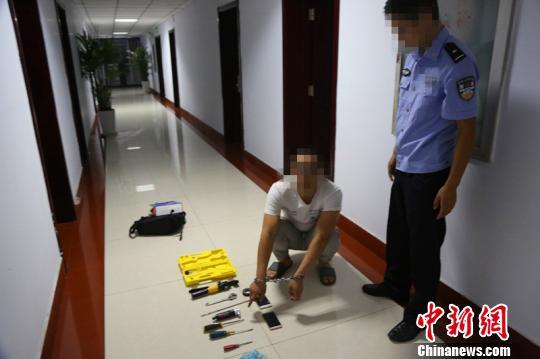 犯法怀疑人夏某被警方捕获。 警方供图 摄