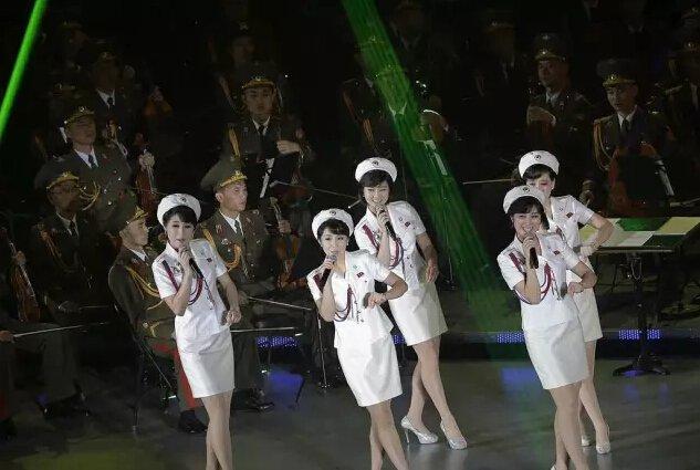 """2015年10月11日,""""牡丹峰乐团""""在平壤举办演唱会,庆祝朝鲜劳动党建党70周年。"""