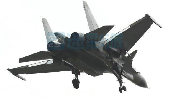 原文配图:网络流传的弹射型歼-15战斗机,该机机体结构也得到了增强。