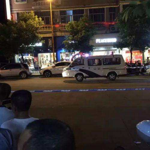9月17日凌晨,福建宁德福安市一名16岁少女被杀害后抛尸,警方封锁事发现场。微博 图