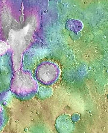 """原文配图:图片显示的为火星上的""""心湖""""和其周边的湖泊系统。"""