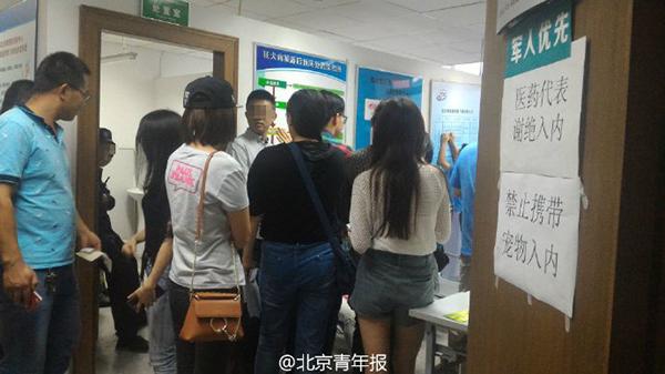 @北京青年报 民间微博9月20日音讯,北青报记者从旭日疾控核心知道到,昨天(9月20日)发作的疯狗咬人事情曾经招致20余人受伤,今朝仍连续有人进入疾控核心救治。