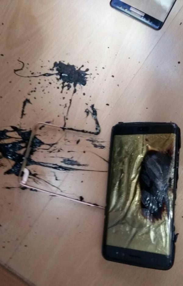 爆炸后的Note 7屏幕发黑变形