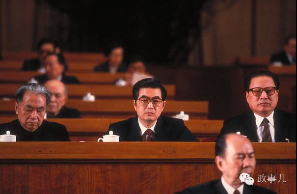 1992年胡锦涛成为了政治局常委中最年轻一位