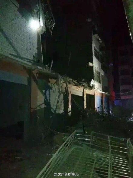 四川达州宣汉县黄金镇7层住民楼发作屋宇垮塌。