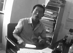 9月19日,河西一所高校办公室,梁一围寻觅易教师无果后,取出了一把瓜果刀。