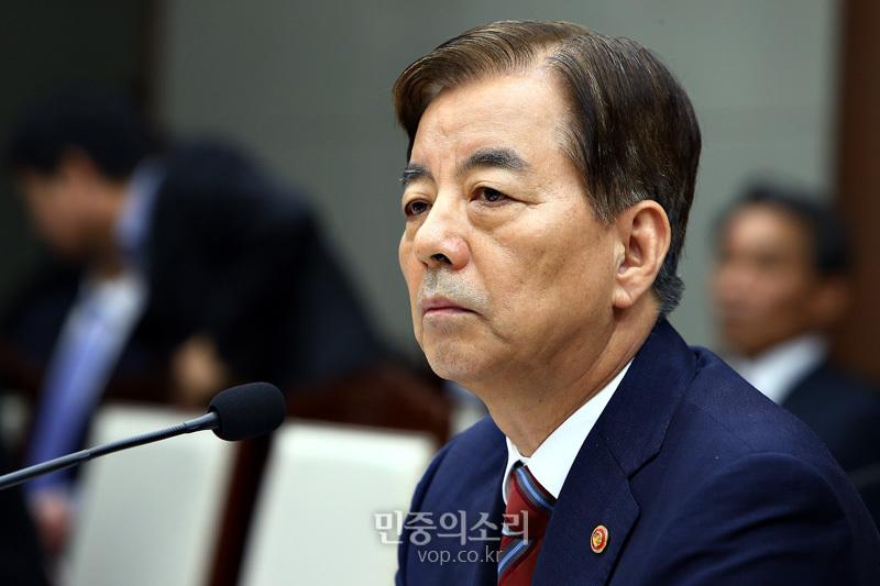 韩国国防部长韩民求(资料图)