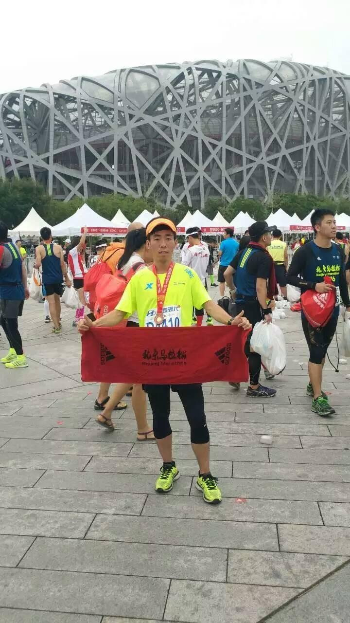 从沈阳、到太原、再到北京,在每一块美丽奖牌的背后,都是我们去用双脚拼搏赢得的,一路上,让我学到了很多,也让我懂得了很多,让我因为跑步相遇到更多正能量的朋友。这次背靠背,给我留下了太多太对珍贵的东西,谢谢你们。