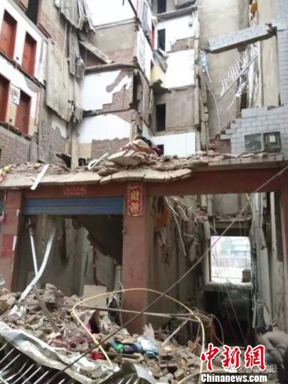 坍塌的房屋现场。 钟欣 摄