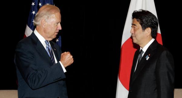 日本首相安倍晋三本周三在纽约会见了美国副总统约瑟夫・拜登,日美双方约定将加强两国在中国东海以及南海地区的安全合作。