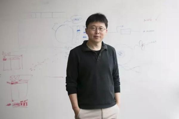 麻省理工学院的华裔科学家张锋。