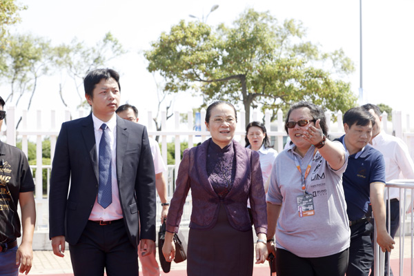 上海市副市长赵雯出席开幕仪式并宣布大赛开幕