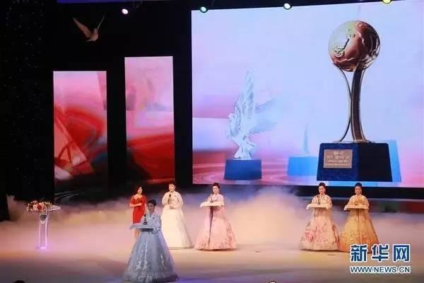 首先是多位高官出席开幕式,包括91岁高龄的朝鲜最高人民会议常任委员会副委员长杨亨燮、内阁副总理李龙男、文化相朴春男。