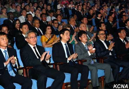 2014年电影节期间,参展的所有影片在平壤各家影院轮流上映。据媒体报道,电影票价实行双轨制,外国人7欧元,朝鲜人1万朝币(约合人民币8.5元,2014年汇率)。而2012年票价分别只有5美元和5000朝币。