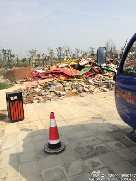 昆虫王国被拆除的建筑废墟 图片来源于新浪微博