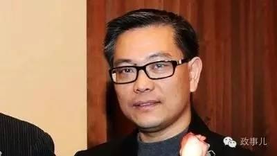 2000年8月,程慕阳途经香港逃亡加拿大。此后十几年,程慕阳为了滞留加拿大,曾像赖昌星一样,采取了申请入加拿大籍、申请难民身份、不停打官司等一系列手段,试图最大限度地拖延时间。