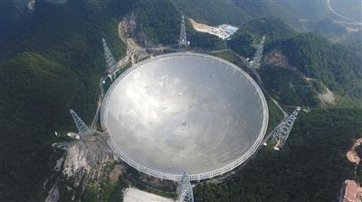 9月24日,位于贵州黔南州平塘县大窝凼的500米口径球面射电望远镜(FAST)。新华社记者 金立旺 摄