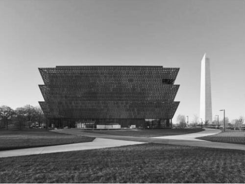 美国首个黑人博物馆落成开馆 展示非洲裔血泪史