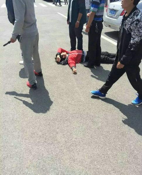 学生打架斗殴视频_位于曲靖沿江的麒麟职教集团发生学生群殴事件,打架场面吓人,上传视频
