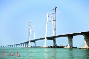 万众瞩目!港珠澳大桥主体桥面今日全线贯通(图)