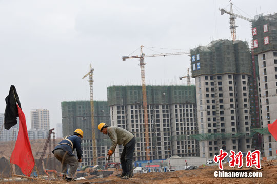 资料图:山西太原,民工在一建筑工地作业。中新社记者 武俊杰 摄