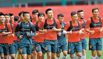 9月26日,国足队员在武汉集训。当天主要内容为调整恢复
