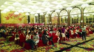 昨晚雅居乐滨江国际开盘现场,190套房477组买房人抢