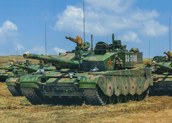 中国列装500辆99式坦克 新贫铀弹可穿透美M1