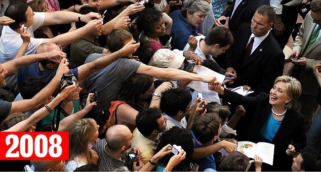 """据报导,在加入奥兰多市(Orlando )的竞选流动中,希拉里向撑持者们笑容表示。身为自拍迷的撑持者们每人手持相机,回身与死后盾上的希拉里一同自拍。而在2008年的大选中,大众也只能与希拉里握手或许索要署名。有网友在交际媒体上示意,希拉里的这类举动是在笼络沉浸于自拍的大众,更有人讥讽这些自照相是""""希拉里式哀痛""""。"""