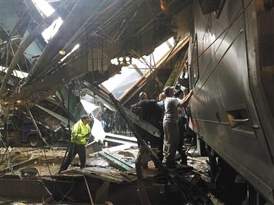 当地时间9月29日,美国新泽西州霍博肯,一列火车撞上站台,造成逾百人伤亡。图/视觉中国
