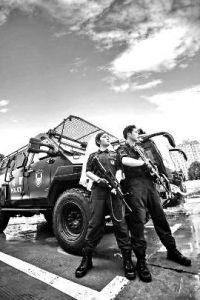 专访人物:杨柳、李基胜,河南省鹤壁市公安局特殊警务支队突击队队员、枪手。