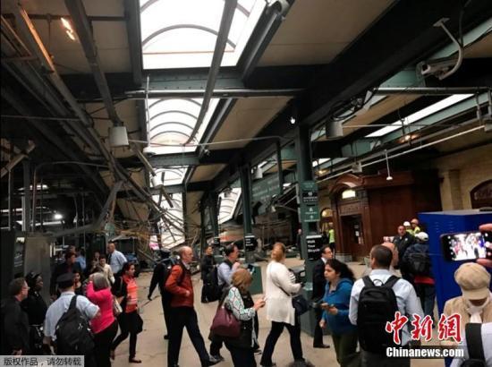 当地时间9月29日,美国新泽西州霍博肯,一列火车撞上站台,或造成大量人员伤亡。CFP视觉中国