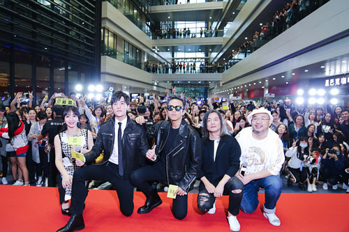 南京首映礼主创和观众大合影