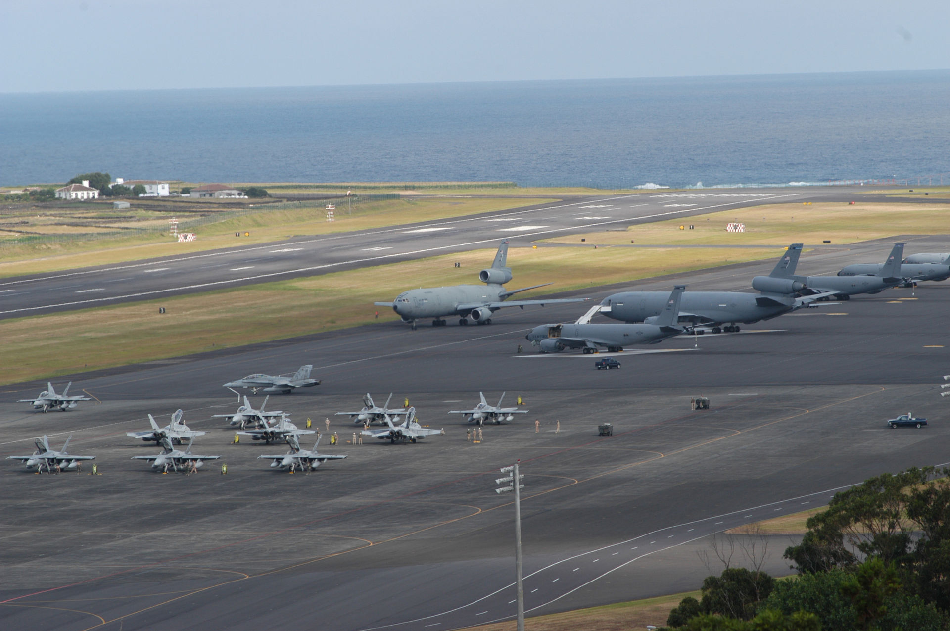 拉日什空军基地,美国空军的KC-10A、KC-135R和陆战队的F/A-18D