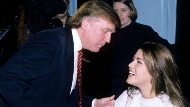 """马查多表示,在特朗普还是环球小姐(Miss Universe)选美比赛老板的时候,她曾因为在赢得1996年冠军之后体重增加,被这个如今正在争取入主白宫的共和党人骂作""""小猪小姐""""(Miss Piggy)。她还说,因为她的拉丁血统,特朗普还曾经把她叫做""""家政小姐""""。"""